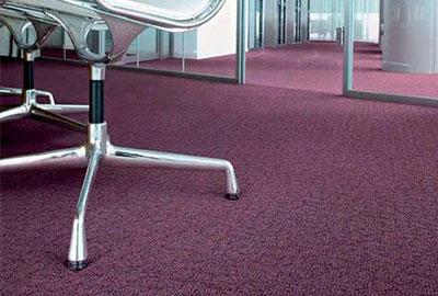 Yüzeyi tekstil materyalinden oluşan ve zeminlerin kaplanması amacıyla kullanılan malzemedir. Tekstil döşeme kaplamalarının en çok tercih edileni halılardır.