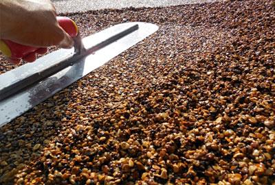 Doğal taş zemin kaplamaları genellikle banyolarda kullanılan ürünlerdir. Eğer siz de banyoda tercihinizi doğal taştan yana yapacaksanız, uzun süre sıkıntısız kullanabilmek için birkaç temel